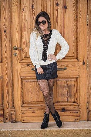 Blusa em tricot offwhite com decote entrelaçado black