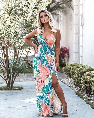 Vestido maravilhoso com corte lateral