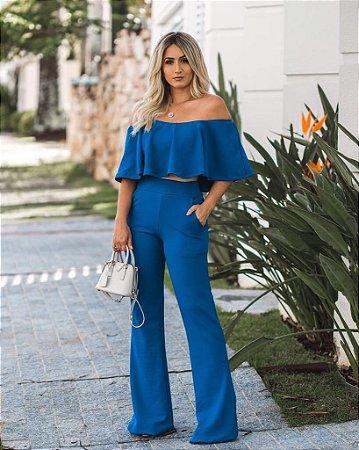 Conjunto de calça flare e top azul em crepe divino