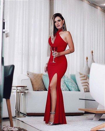 Vestido red com fenda e decote em gota
