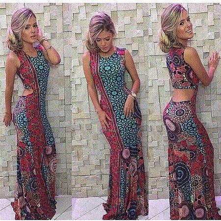 Vestido maravilhoso  com recorte nas costas