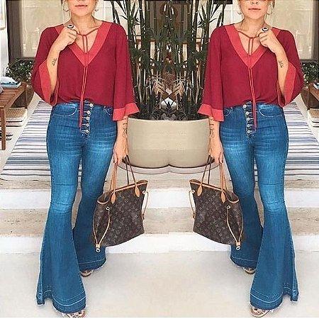 Calça jeans flare botões barra desmontada