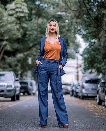 Calça pantalona jeans com faixa