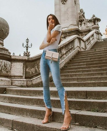Calça jeans barra destroyed assimétrica