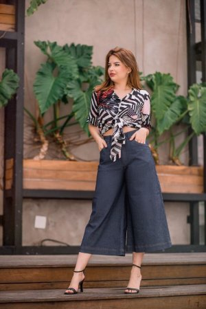 Calça jeans pantacourt - lisa