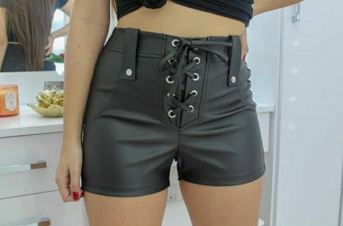 Shorts com detalhes de ilhós - preto