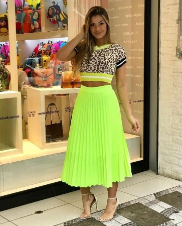 8c84003541 Saia midi plissada - Amarelo neon - Madame Ninna - Madame Ninna ...
