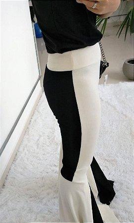 Calça em malha crepe mega flare - Preto e off white