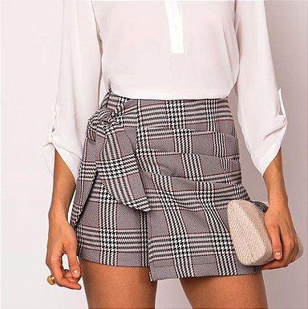 Shorts saia xadrez - alfaiataria