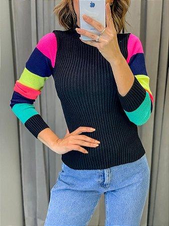 Blusa em tricot canelado com mangas coloridas