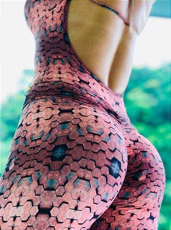 Macacão fitness levanta bumbum com estampa hexágono 3D rosê - Tamanho único