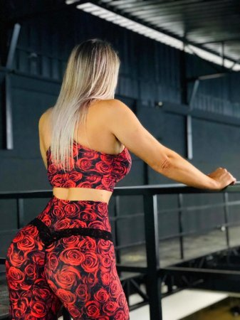Calça legging fitness levanta bumbum com estampa roses - Novidade
