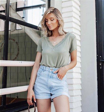 T-shirt com gola rendada - verde