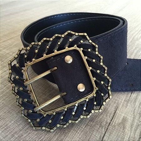 Cinto em couro sintético nobuck preto com fivela ouro velho