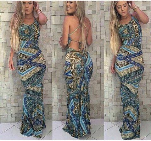 Vestido longo com estampa em tonalidades azuis e costas aparentes
