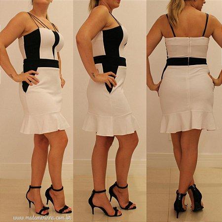 Vestido bafônico branco com detalhes preto