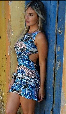 Vestido curto com estampa em tons de azul