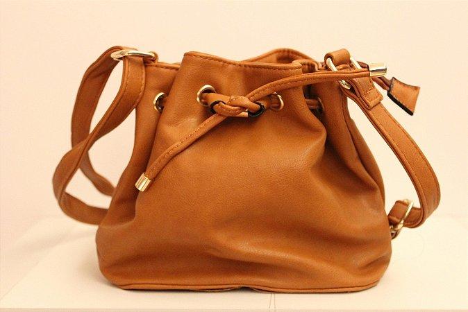 Baby bag saquinho em couro eco na cor caramelo