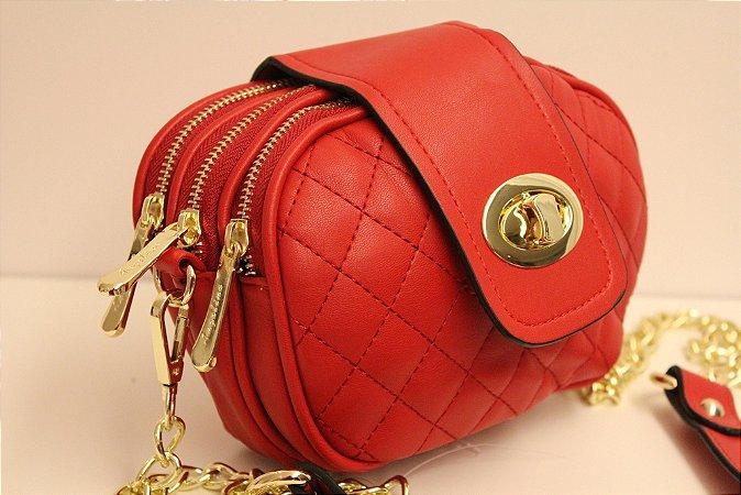 Baby bag oval em couro eco matelassê na cor vermelha