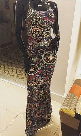 Vestido longo sereia com decote nas costas e estampa mandala psicodélica