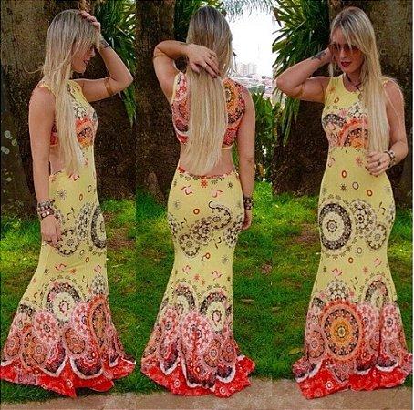 Vestido longo sereia com decote nas costas e estampa em tons de amarelo