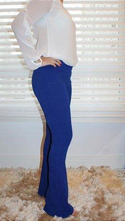 Calça flare jacquard com estampa em relevo monocromático azul bic
