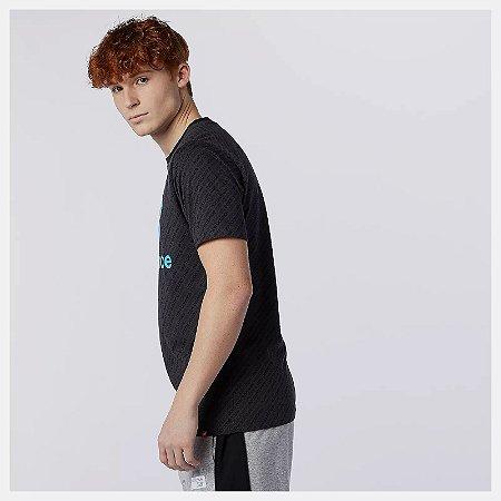 Camiseta New Balance Essential Stacked Estampa - Preta