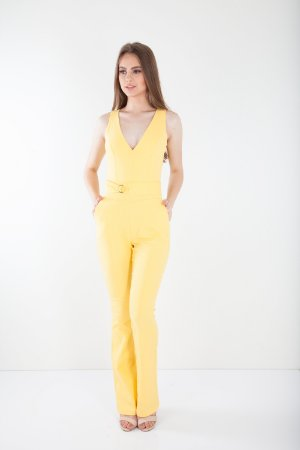 Macacão Bana Bana Decote V  com Cinto Amarelo