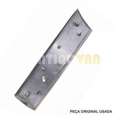 Friso Porta Dianteira Iveco Daily 35S14 40C14 55C17 - 504090270 - 08 a 17 Furgão Lado Esquerdo