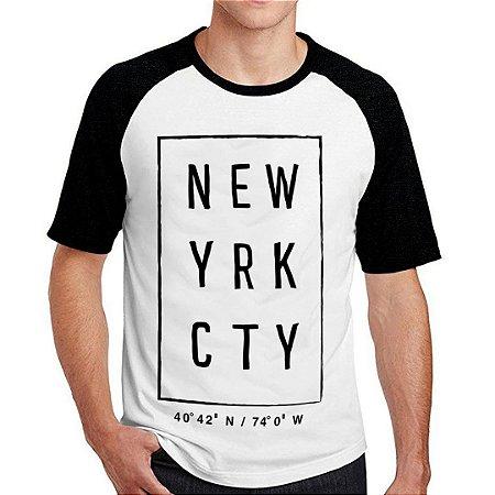 e3fc8d884e ... CAMISETAS MASCULINAS · REGATAS MASCULINAS. Camiseta Raglan New Yrk Cty