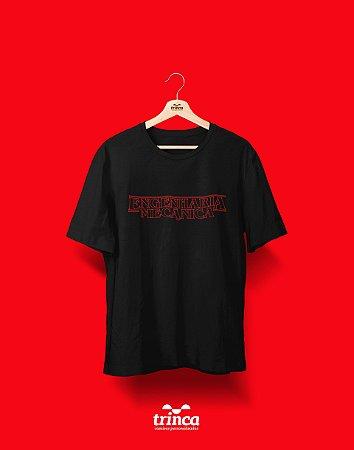 Camiseta Universitária - Engenharia Mecânica - Stranger Things - Basic
