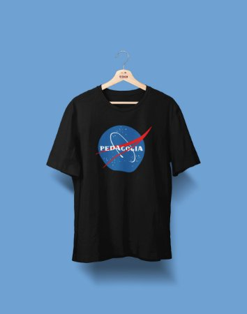 Camiseta Universitária - Pedagogia - Nasa - Basic