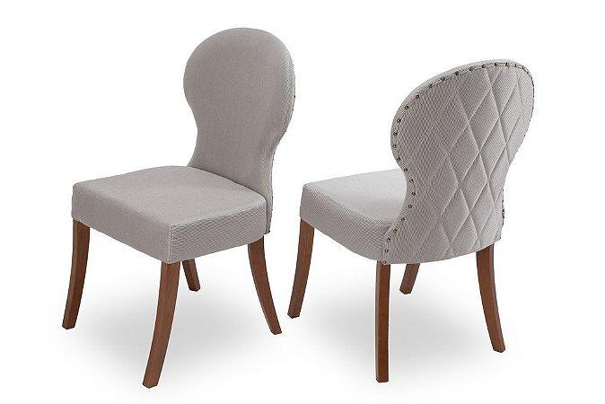 Cadeira Chanel madeira Jetuitibá imbuia natural com assento e encosto estofados com matelassê e taxas nas costas