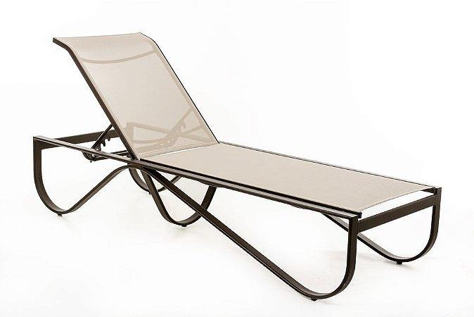 Espreguiçadeira Ferrara reclinável alumínio pintado marrom com tela ISO bege