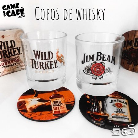 Copos de Whisky Jim Beam e Wild Turkey