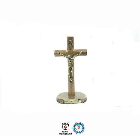 Crucifixo de Madeira Cilíndrica para mesa de 17cm (Eis o Cordeiro de Deus)
