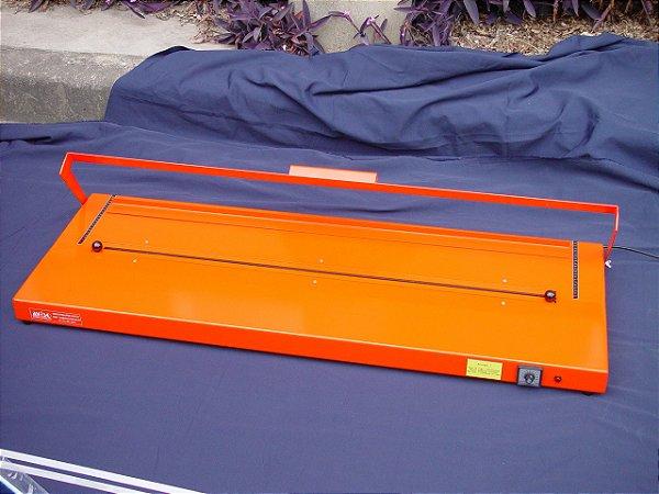 Dobrador de chapas plásticas modelo SA-1000