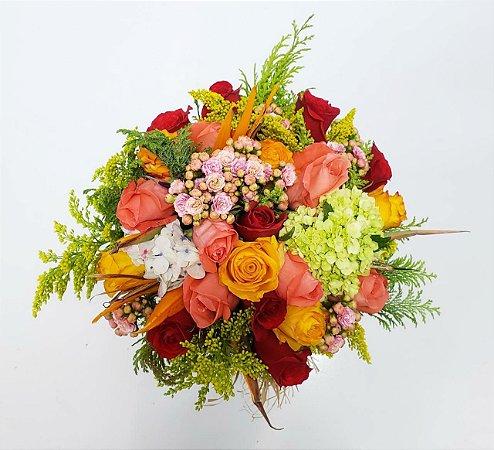 Buquê de Noiva Com Rosas Kalandiva e Hortênsias