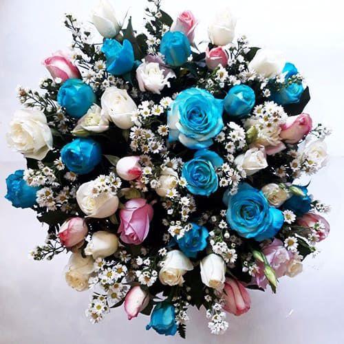 Buquê de 36 Rosas Rosas, Azuis e Brancas