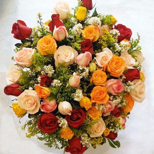 Bouquet de Rosas Coloridas ou Vermelhas com 50 unds.