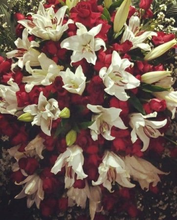 Coroa De Flores Rosas e Lírios Luxo