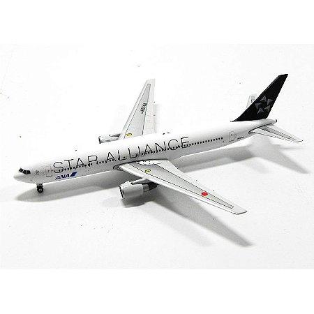 Avião Boeing 767-300/Er Ana Star Alliance 1/400 Phoenix Models