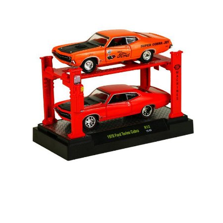 Ford Torino Cobra 2 Pack + Elevador 1970 1/64 M2 Machines