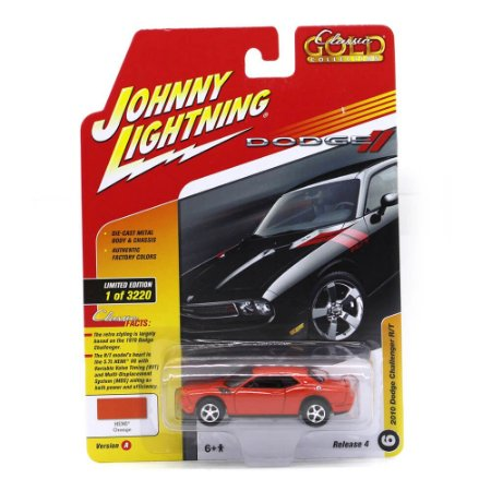 Challenger RT 10 1/64 Johnny Lightning Classic Gold 2017 4 A