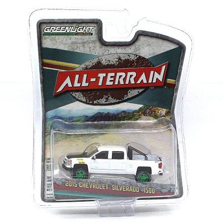 GREEN MACHINE Chevrolet Silverado 1500 2015 1/64 Greenlight All-Terrain Serie 5