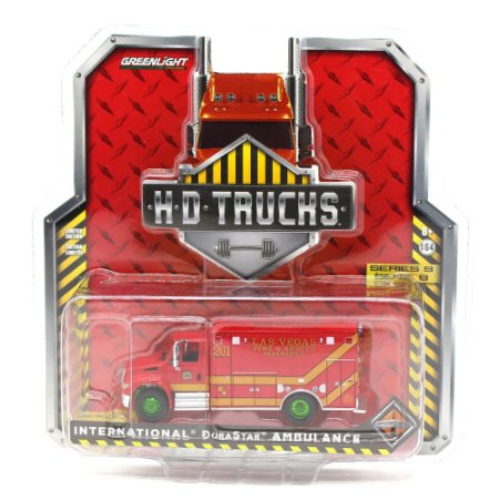 GREEN MACHINE International Durastar Ambulancia  1/64 Greenlight HD Trucks Series 9