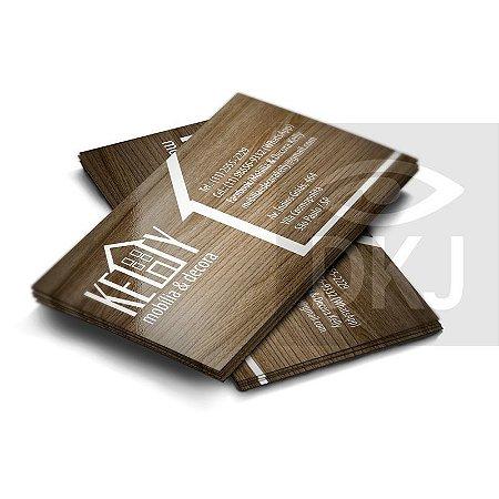 Cartão de visita 4x0 cores em papel cartão 250 g/m² com verniz UV total corte reto