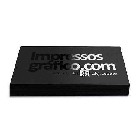Cartão de visita 4x0 cores em papel cartão 300 g/m² com laminação BOPP fosca e verniz UV local