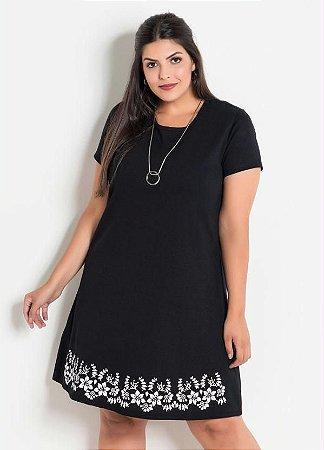 Vestido Plus Size Preto com Detalhe Floral Barra