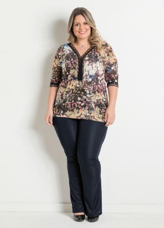 Conjunto Calça Preta e Blusa Estampada Floral Plus Size